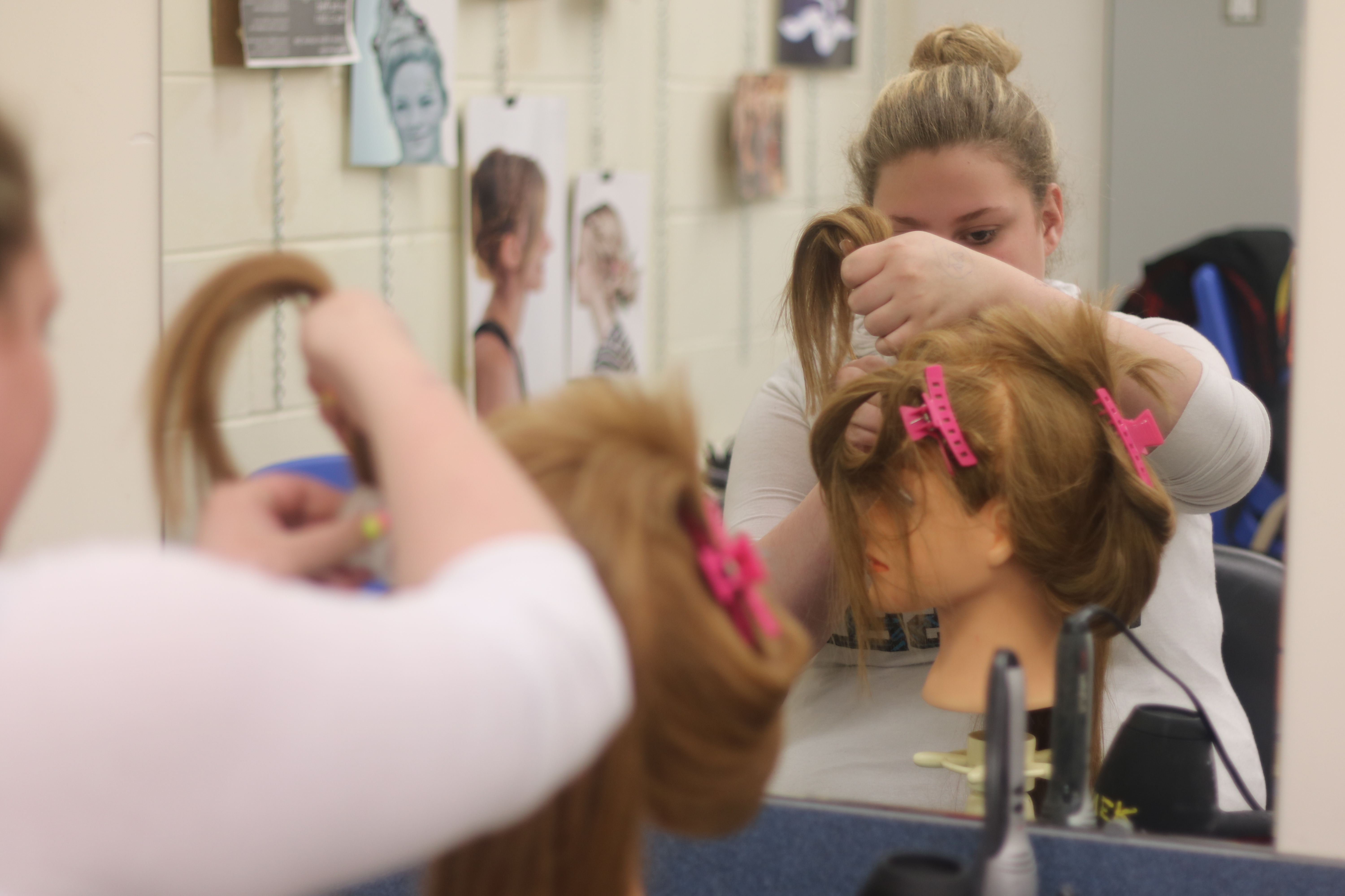 hair styling student